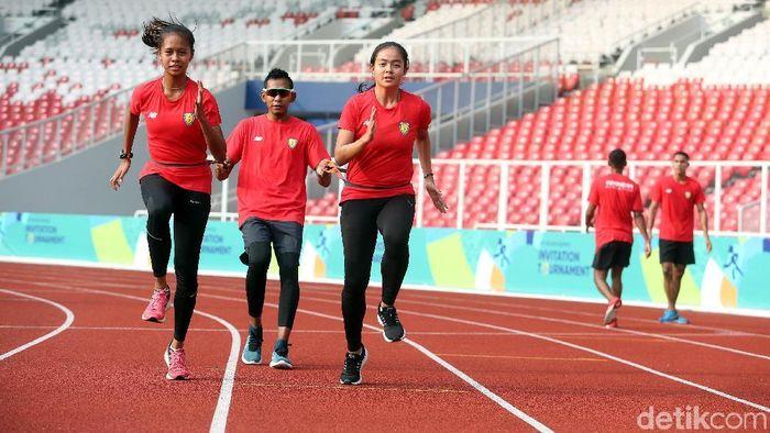 Atlet cabang olahraga atletik menjajal Stadion Utama GBK (Rengga Sancaya/detikSport)