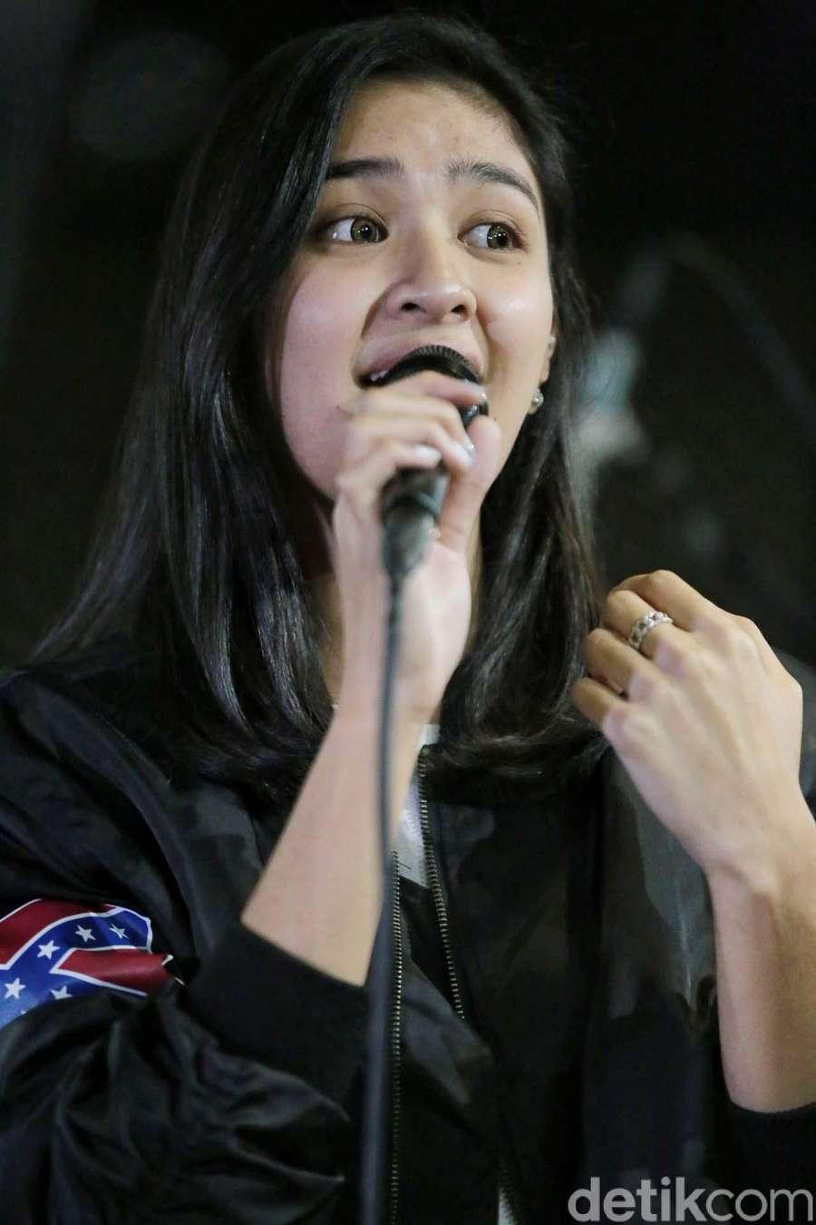Intip Serunya Latihan Nyanyi Mikha Tambayong