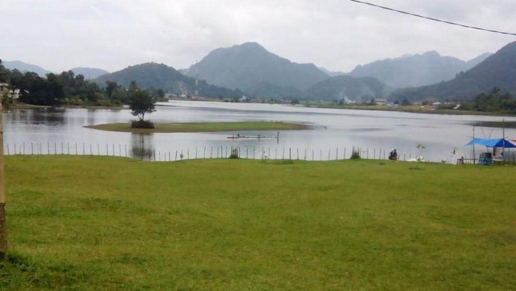 Danau di Sumbar yang Bisa Berubah Jadi Padang Rumput