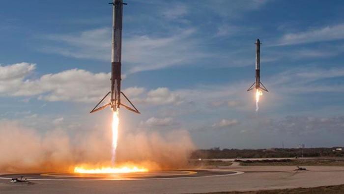 Kembalinya mesin pendorong Falcon Heavy. Foto: Reuters