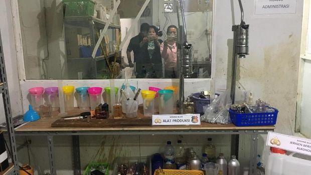 Parfum KW yang diproduksi di Tamansari
