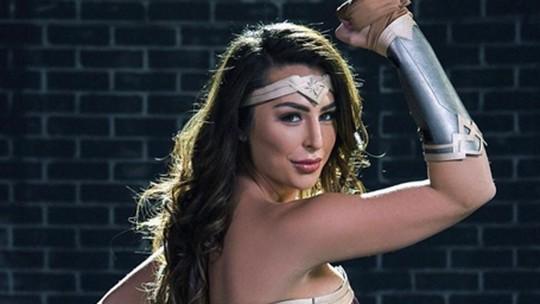 Bintang Panas Transgender Mirip Gal Gadot & Foto Masa Lalunya Bikin Geger