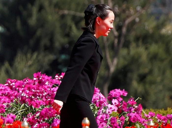 Kim Yo-Jong menemui Chung Eui-yong penasihat keamanan nasional Korea Selatan saat menyampaikan duka cita atas meninggalnya mantan ibu negara Lee He-Ho pada Juni 2019.