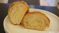 Bagian dalam croissant ketika dibelah.