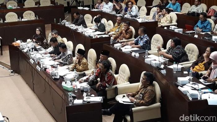 Moeldoko rapat di Komisi II DPR. (Tsarina Maharani/detikcom)