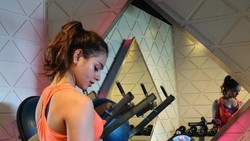 Aktris Sahila Hisyam tak hanya jago akting, namun juga punya tubuh yang layak dijadikan body goals. Yuk intip rutinitas olahraganya.