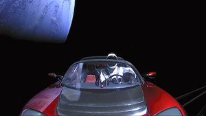 Perlu Jutaan Tahun Bagi Starman Tabrak Bumi