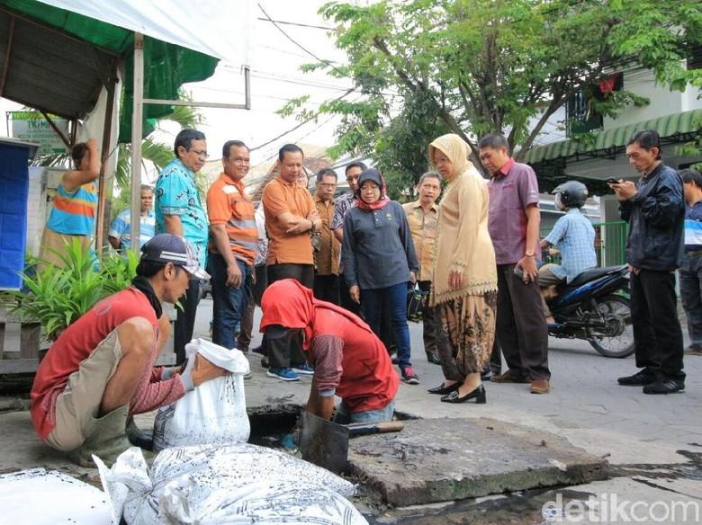 Banjir Kerap Landa Karang Empat Besar, Risma Imbau Warga Kerja Bakti
