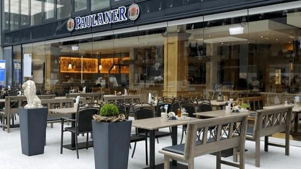 Di peringkat 11 ada Bandara Frankfurt di Jerman. Rekomendasi restoran bandara terbaiknya, adalah Paulaner in the Squaire. Ini salah satu tempat terbaik untuk menjajal kuliner khas Jerman di bandara (Paulaner in the Squaire)