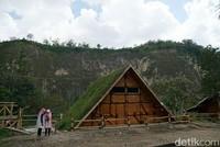 Rumah Inyiak, di destinasi ini kamu bisa merasakan bersantai di sejuknya Ngarai Sianok. Di sini konsepnya kekinian dengan rumah-rumah unik yang instagramable. Serta juga ada area taman, hammock dan area camping untuk yang ingin menginap. (Syanti/detikTravel)