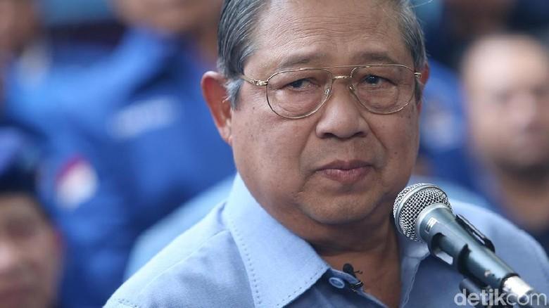 Momen SBY Tunjukkan Akun Palsu yang Adu Domba dengan Jokowi-Mega