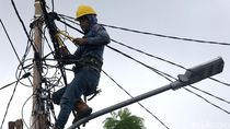 Usai Banjir, PLN Lakukan Perbaikan Jaringan Kabel Listrik