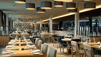 Di peringkat 5 ada Bandara Schiphol Amsterdam di Belanda. Rumah makan bandara Bowery Restaurant yang menyajikan aneka pilihan makanan Belanda dan Eropa jadi yang terbaik (Bowery Restaurant)