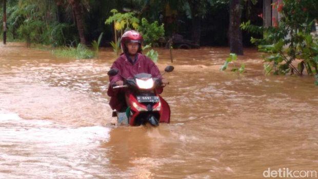 Jalanan Terendam Banjir, Jalur Tayu–Dukuhseti Lumpuh