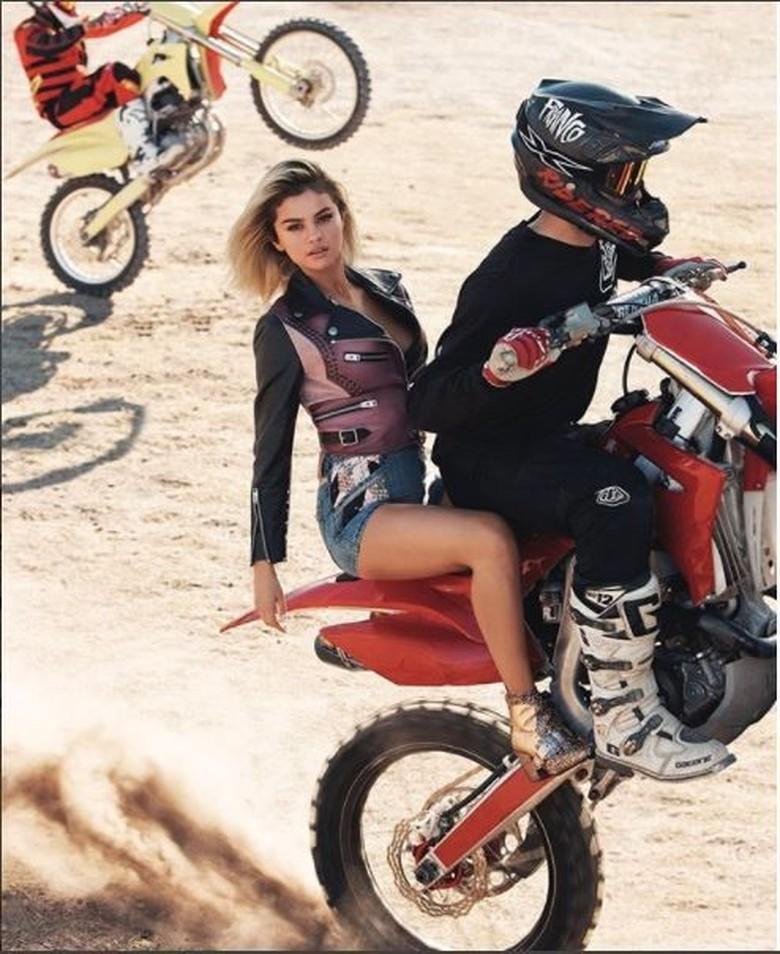 Selena Gomez di atar motor trail. Foto: Instagram @selenagomez