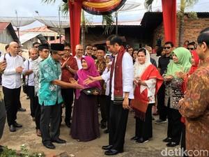 Cucu Adinegoro Apresiasi Pemberian Sertifikat Tanah dari Jokowi