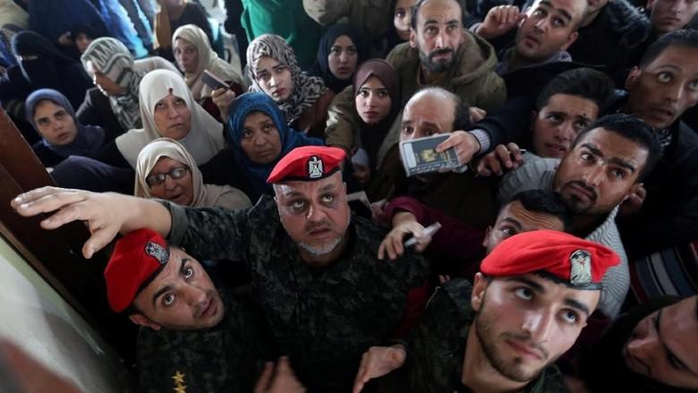 Ribuan Warga Palestina dari Gaza Penuhi Perlintasan Rafah, Ada Apa?