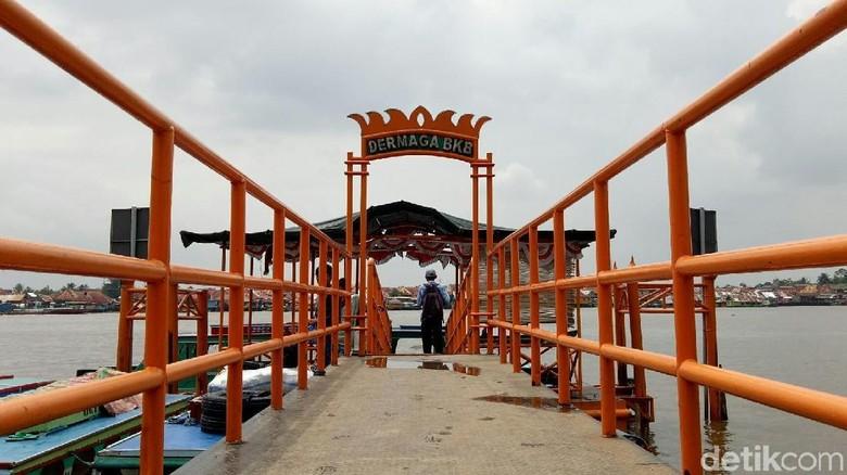 Foto: Dermaga Benteng Kuto Besak di tepian Sungai Musi (Raja Adil/detikTravel)
