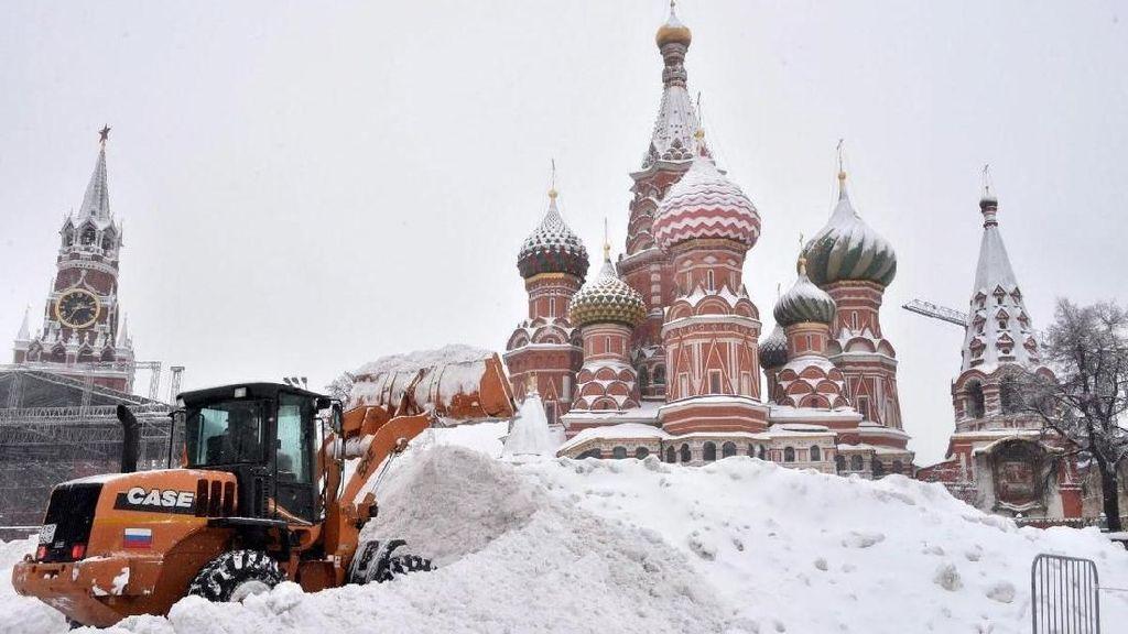 Tiga Hari Berturut-turut Moskow Diguyur Hujan Salju Lebat