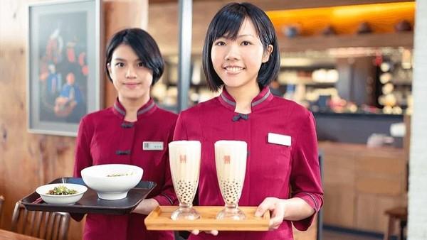 Bandara Internasional Taoyuan Taipei di Taiwan menempati peringkat dua bandara dunia dengan makanan terbaik. Alasannya dapat ditemui di rumah makan Chun Shui Tang yang punya servis cepat (Chun Shui Tang)