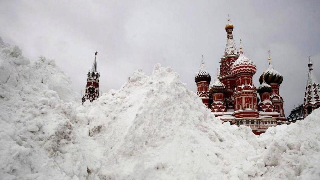 Salju Tebal Selimuti Kota Moskow