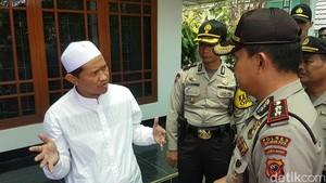 Dianggap Mencurigakan, Pria Gila Diamankan Santri di Sukabumi