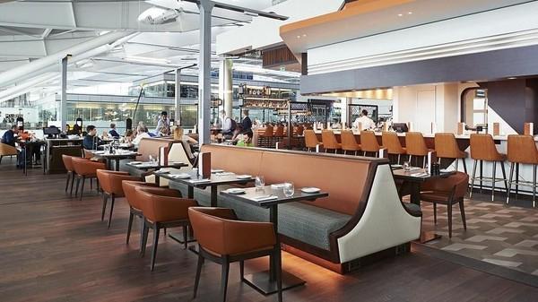 Di peringkat 10 ada Bandara Heathrow di London, Inggris. restoran bandara Plane Food milik koki kenamaan Gordon Ramsay pun menjadi andalan. Wajib coba egg benedictnya! (Plane Food)