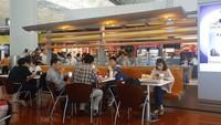 Di peringkat 3 ada Bandara Internasional Hong Kong. Rumah makan Saboten yang pertama kali hadir di bandara tersebut disebut menawarkan makanan berbahan babi dan katsu yang luar biasa enak. Bukan rekomendasi untuk traveler muslim (Saboten)