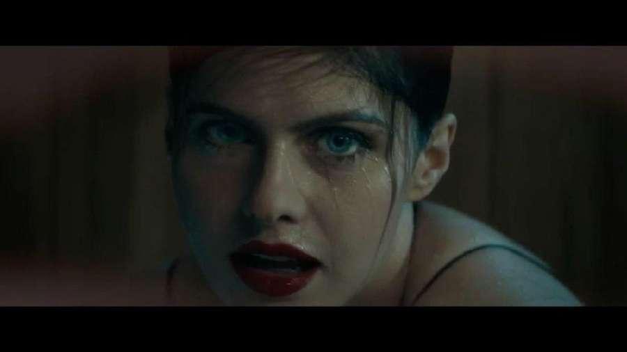 Ini Potongan Klip Maroon 5 Bareng Si Seksi Alexandra Daddario
