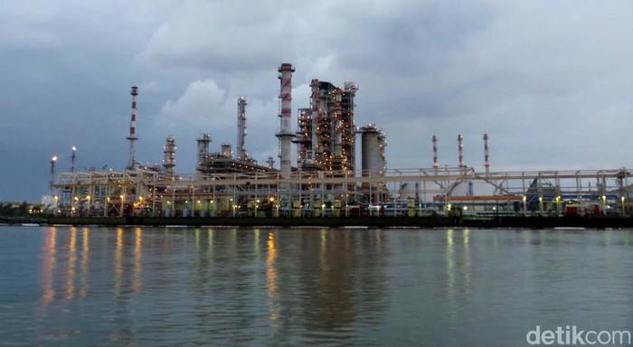 PT Pertamina melalui Refinery Unit (RU) IV Cilacap mengolah minyak bumi sebesar 348.000 BSD. RU IV Cilacap menjadi kilang dengan kapasitas terbesar di Indonesia.
