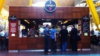 Di peringkat 8 ada Bandara Barajas Madrid di Spanyol. Rekomendasi restoran bandara terbaiknya adalah Vinea yang menyajikan makanan khas Mediterania dan Spanyol (Vinea)