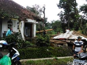 Jumlah Rumah Rusak akibat Puting Beliung di Pasuruan Bertambah