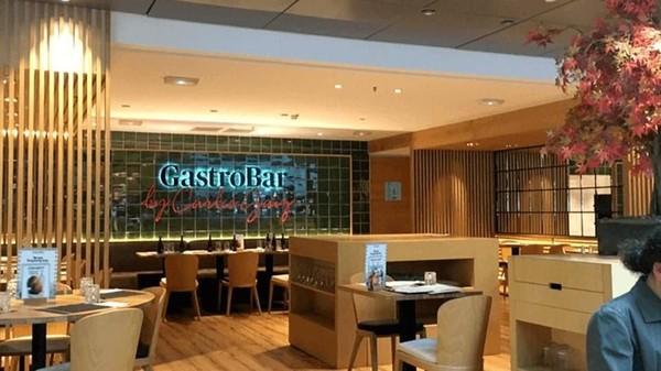 Di peringkat 14, ada Bandara El Prat di Barcelona. Rekomendasi restoran bandara terbaiknya adalah Porta Gaig (Porta Gaig)