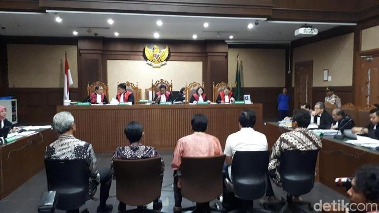 Cecar Ganjar soal Duit e-KTP, Hakim: Anda Tolak karena Kurang Besar?