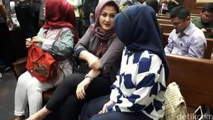 Novanto Potong Rambut di Tahanan KPK, Ny Deisti: Sekarang Lebih Rapi