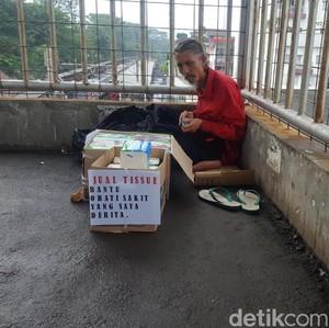 Kisahnya Viral, Ini Pak Deden Penjual Tisu yang Tak Mau Mengemis