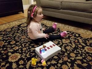 Keren! Ayah ini Ciptakan Mainan untuk Anaknya yang Difabel