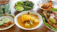 Warung Mak Dower : Pecak Bandeng Sampe Sayur Asem Betawi Ade di Sini!