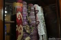 Keindahan kain songket Silungkang tampak dari motif berunsur alam. Songket yang asli pun dibuat langsung oleh tangan yang terampil (Randy/detikTravel)