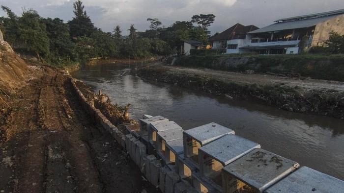 Salah satu proyek penanggulangan banjir adalah sodetan Ciliwung. Pihak Pemerintah Provinsi DKI diharapkan bisa segera bertindak meneruskan proyek tersebut.