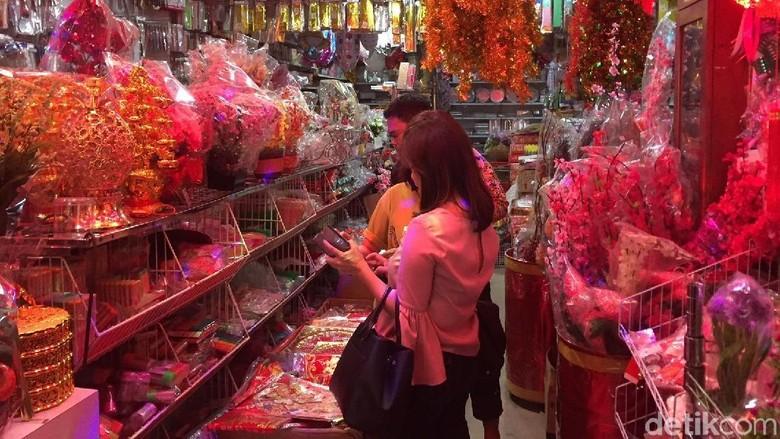 Suasana belanja pernak-pernik Imlek di Medan (Jefris/detikTravel)