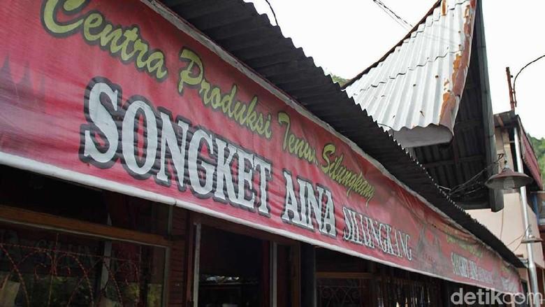 Foto: Toko Songket Silungkang di Sawahlunto (Johanes Randy/detikTravel)