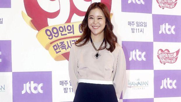 Baek Ji Young dikenal karena menyanyikan beberapa lagu pengiring untuk drama Korea.