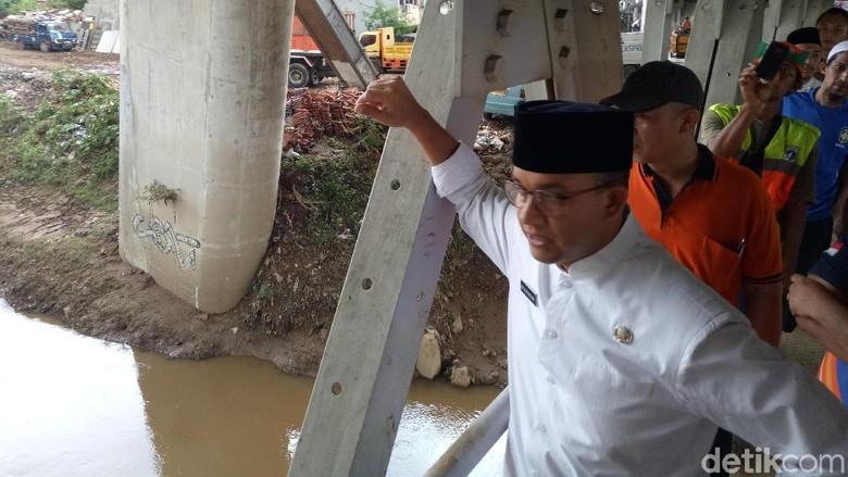 Anies Minta Korban Banjir Urus Surat yang Hilang ke Kelurahan