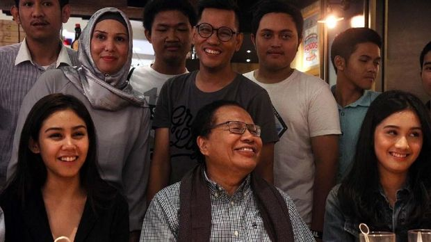 Tak Cuma Milenial, Dilan Juga Disukai Tokoh Indonesia