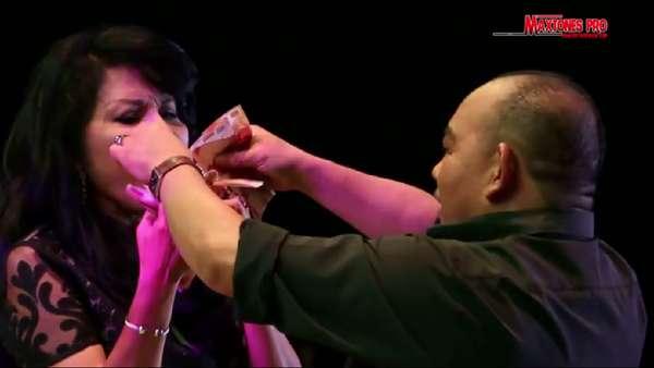 Aksi Rita Sugiarto di Atas Panggung saat Disawer Ratusan Juta