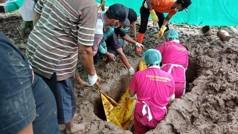 Kematian Dianggap Tak Wajar, Makam Mulyono Dibongkar