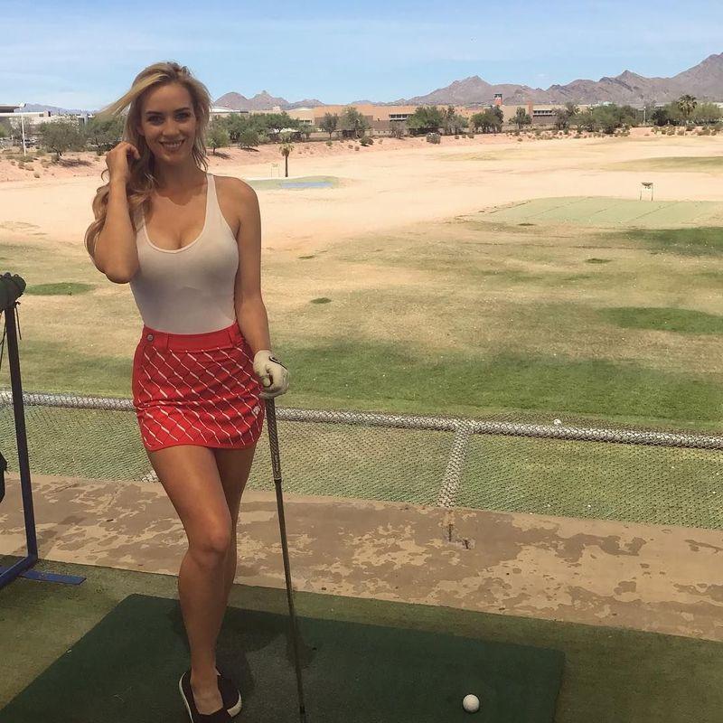 Olahraga golf telah melambungkan nama Paige Spiranac sebagai salah satu pegolf wanita. Terlepas dari prestasinya di dunia golf, ia lebih dikenal akan badannya yang seksi (@_paige.renee/Instagram)