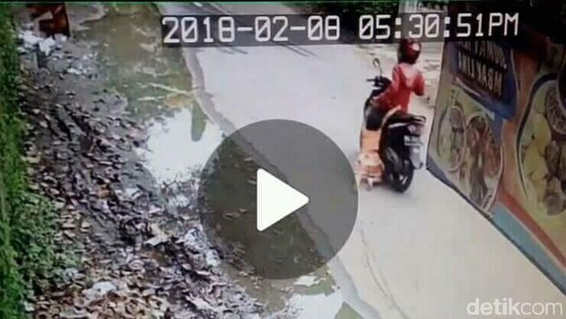 Screenshot video rekaman CCTV.