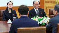Foto: Senyum Hangat di Pertemuan Dua Korea yang Bermusuhan